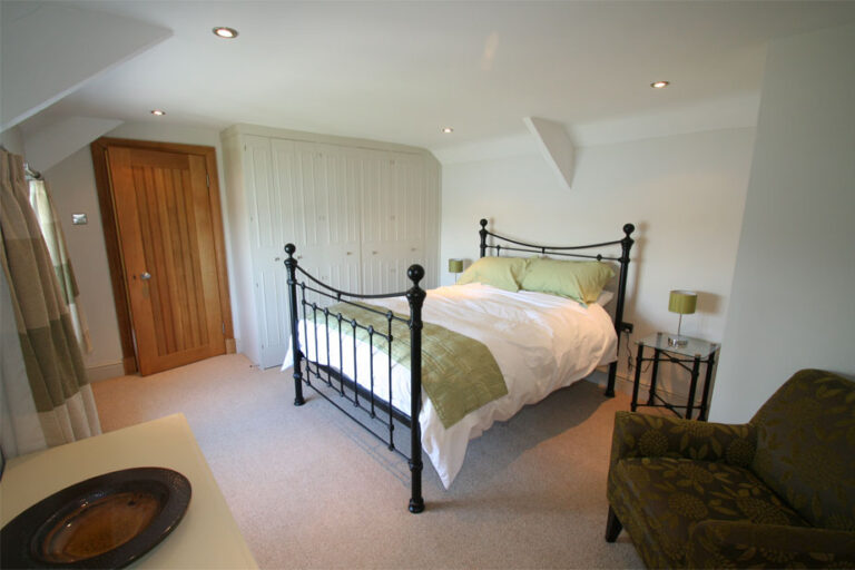 four-ashes-green-bedroom-924